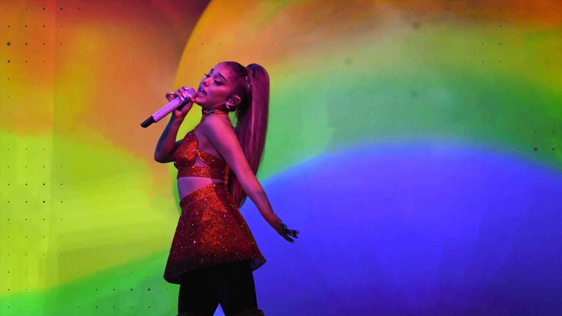 Gerade noch gefangen: Hier fällt Ariana Grande auf der Bühne