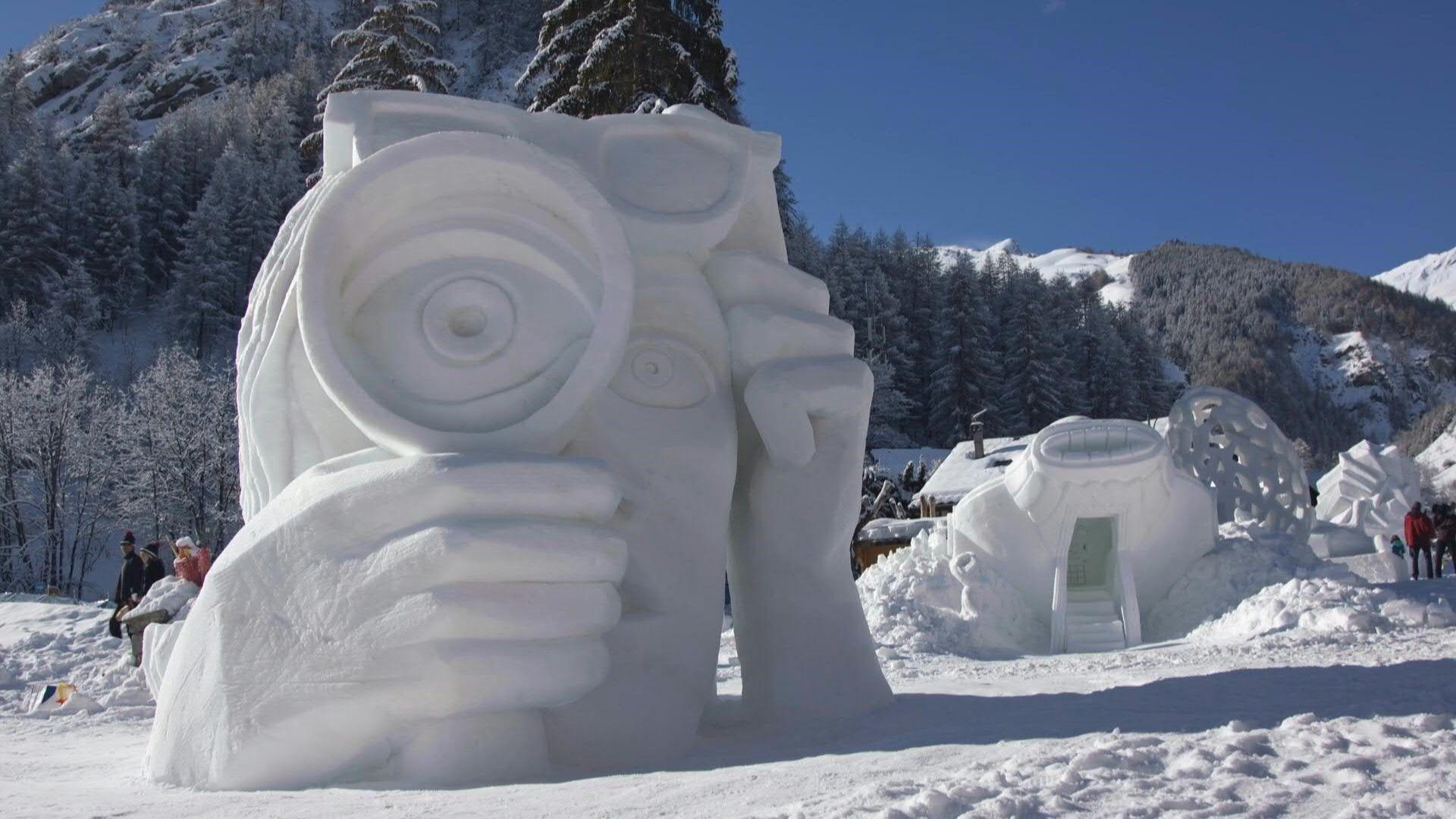 Schnee-Skulpturen: Valloires eisige Kunstwerke