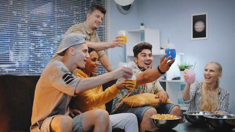 Macht Alkohol macht wirklich lustig? Eine Studie erklärt's!