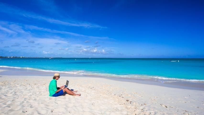 Reisetrend Workation: Wenn das Homeoffice direkt am Strand liegt