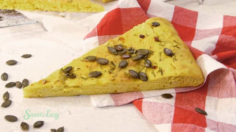 Sweet & Easy - Enie backt: Kürbis-Focaccia mit Chili