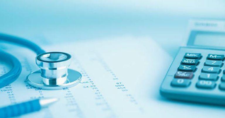 Viele gesetzliche Krankenkassen erhöhen Beitrag: Das kann man dagegen tun