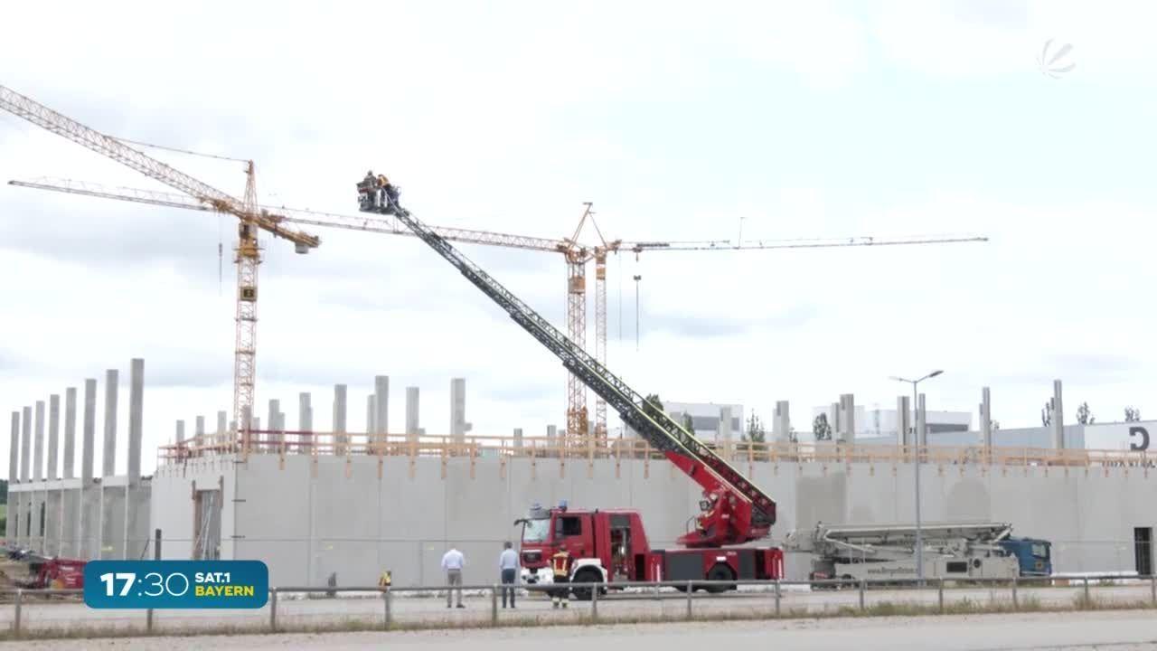 Betondecke eingestürzt: Großeinsatz auf Baustelle in Vilsbiburg
