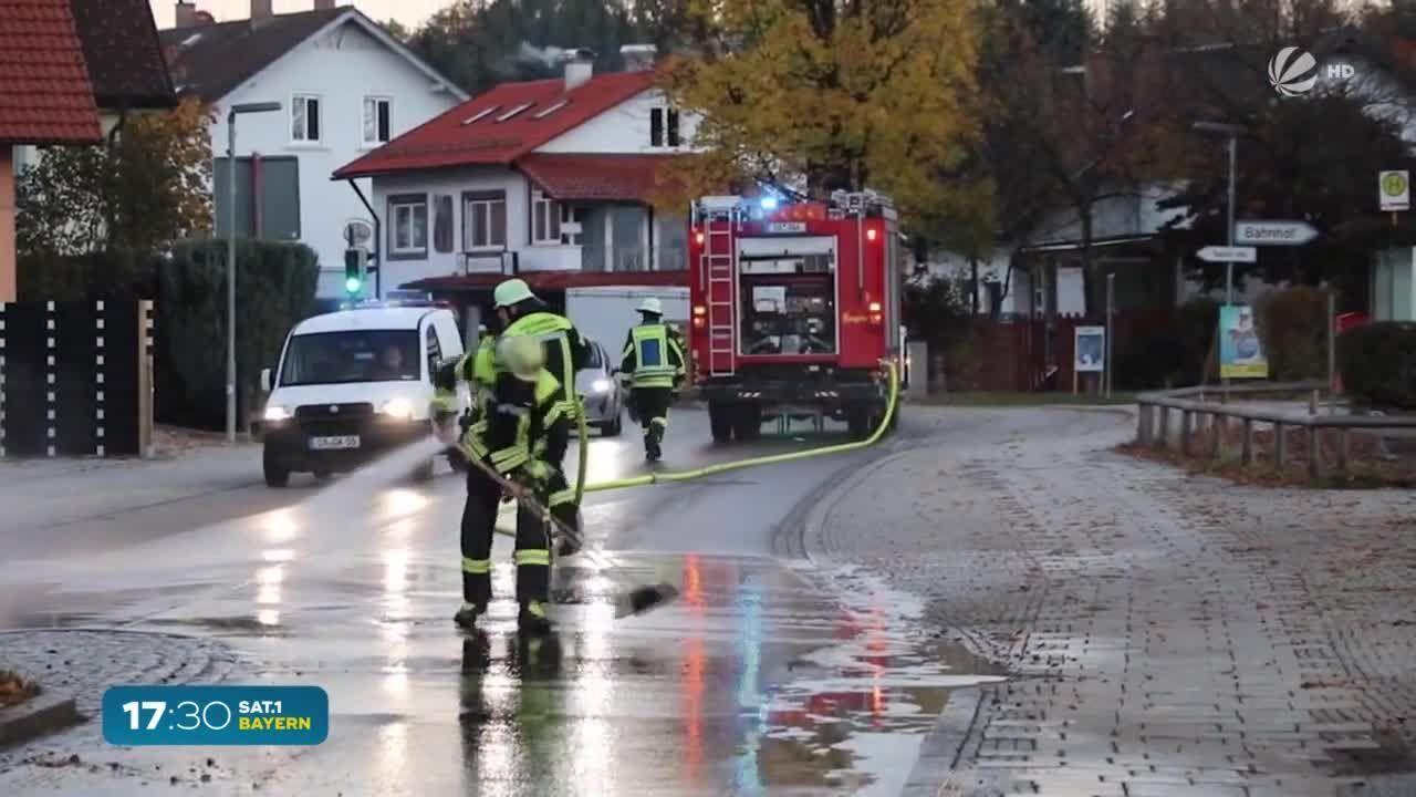 Gülle-Unfall in Schwaben: Hunderte Liter auf Straße